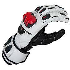 Zašijeme potrhaná místa na prstech a dlaních motorkářských rukavic